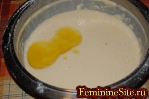 Рецепт блинчиков с грибами - добавить масло