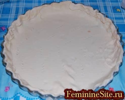 Рецепт пирога со шпинатом и сыром - проколоть тесто вилкой