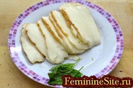 сыр и базилик